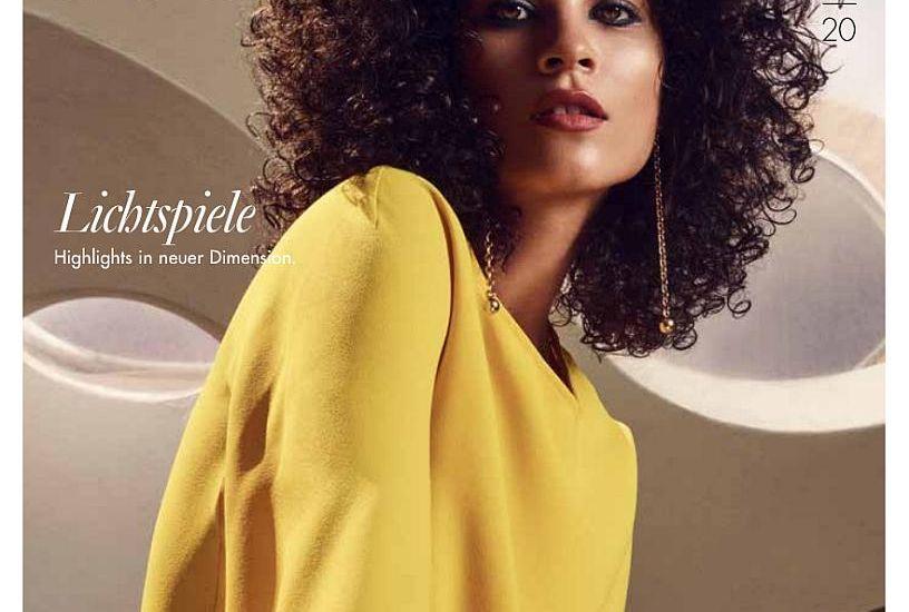 Titelseite der Salon Beauté 01 2020. Eine Frau mit Locken und einem gelben Oberteil blickt in die Kamera